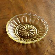 g3184-10-1 φ9.7菊模様ガラス小皿 黄
