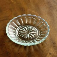 g3185-10-1 φ9.7菊模様ガラス小皿 水色