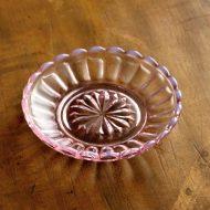 g3186-10-3 φ9.7菊模様ガラス小皿 ピンク