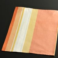b5057-25-1 44.0×33.0オレンジにベージュ帯入りランチョン