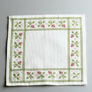 b5197-50-1 25.0×25.5北欧白地ピンク小花刺繍角ランチョン