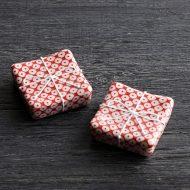d4173-15-2 3.0x3.0赤に白丸紋角はし置き