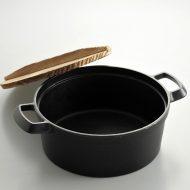 n1105-180-1 29.0x21.5x8.6両手付南部鉄鍋(木蓋つき)