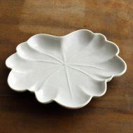w1559-90-1*16.5x15.0白磁葉形皿(廣政 毅)