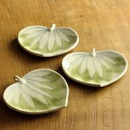w1675-30-3*11.7x11.2薄緑ホウズキ型小皿