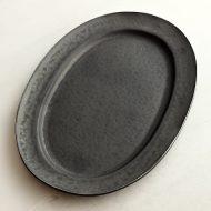 w2606 黑釉楕円皿(服部 竜也)