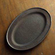 w2696-1501 29.5x20.2マット濃茶サビ風楕円大皿(山本哲也)