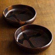 w3521-60-2 φ13.2x3.2鉄釉布目取鉢