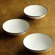 w3527-45-3 φ12.0x3.7白縁鉄釉浅小鉢 はしもと ちえ