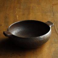 w3716-100-1 17.0x13.5x4.7両手付鉄色鉢