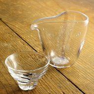 w6371-160-1 10.3x7.7x9.0、φ7.2x4.7ガラス酒器片口、ぐい飲み(中村真紀)