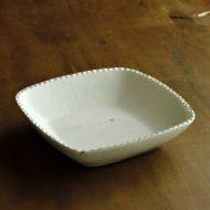 w7525-150-1 19.0x19.0x4.5粉引き縁しのぎ大角鉢