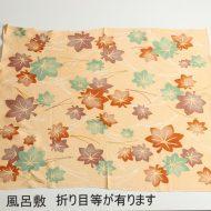 w8069-90-1 64x64薄オレンジ楓模様風呂敷