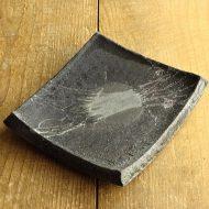 w8639-180-1 21.3x19.0x3.5厚手素焼き黒角皿(宮脇まゆみ)