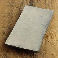 w8640-100-1 20.7x10.6黒に白釉薬長角平皿(井上素)