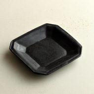 w8684-45-1 10.3x10.3マット黒八角角皿小 (井山 三希子)
