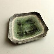 w8701y-30-1 17.7x16.0緑変形ビードロ皿