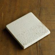 w8722-90-1 12.3x12.3x1.5粉引きしのぎ厚角皿