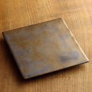 w8737-75-1 15.5x15.5金彩 青磁角平皿