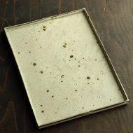 w8880-270-1 27.0x20.0灰粉引長角皿(三笘 修)
