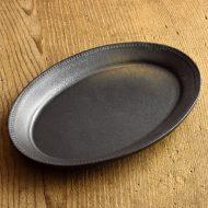 y2128 黒縁レリーフ楕円皿(生形 由香)