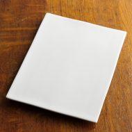 y2324-45-1 23.5x17.8x1.4白磁足付平長角皿